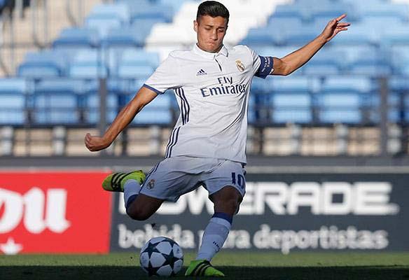 Óscar, el especialista en marcar goles de falta del Juvenil A