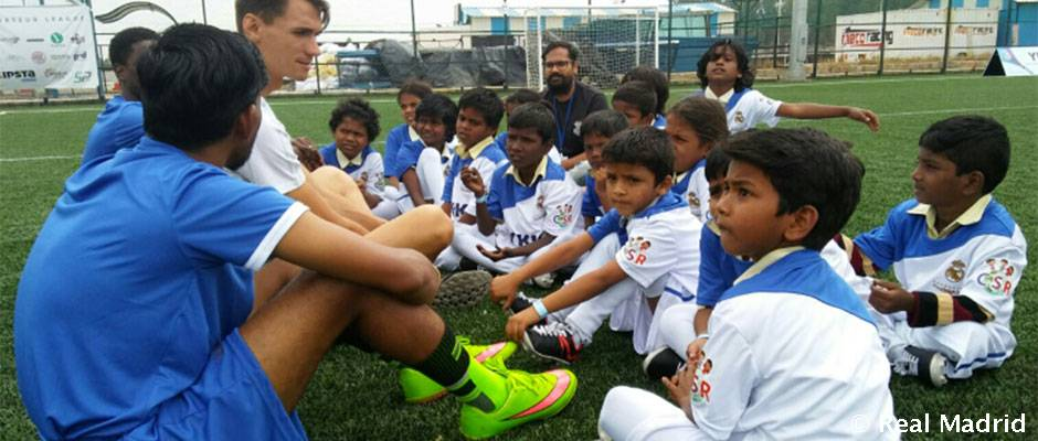 Clinic sociodeportivo de la Fundación del Real Madrid en la India Clínic sociodeportivo de la Fundación Real Madrid en India