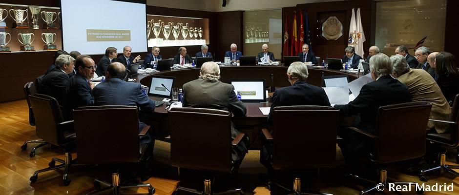 Florentino Pérez preside la reunión del Patronato de la Fundación Real Madrid