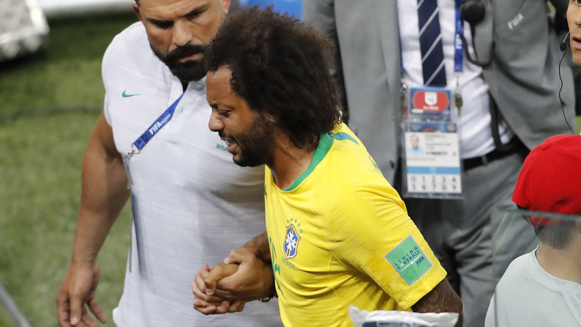 Marcelo enciende las alarmas en una Brasil que se clasifica como líder del grupo E