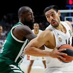 James Gist y Gustavo Ayón, en un partido del Real Madrid en Euroliga frente al PAO. Próxima eliminatoria de Play-Off