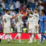 El conjunto blanco saludando a los jugadores del Getafe en un encuentro