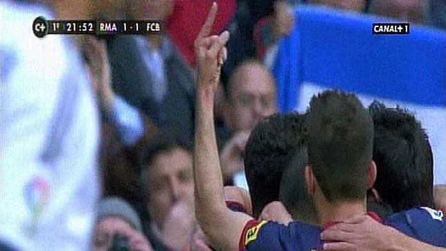 Peineta de Jordi Alba durante un partido. Uno de los protagonistas del teatro culé en Manchester