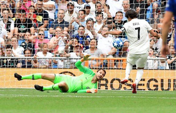 #FiestaCCM2019   9 goles y mucha diversión en el Bernabéu (5-4)