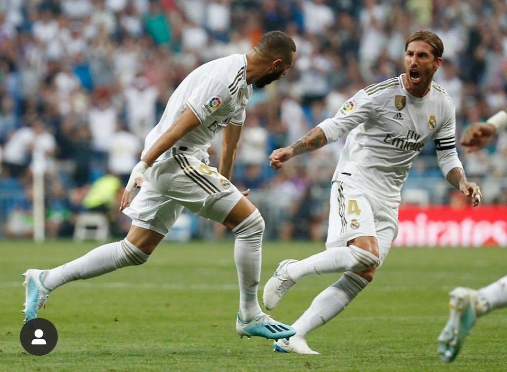 Karim Benzema celebracion gol Bernabeu