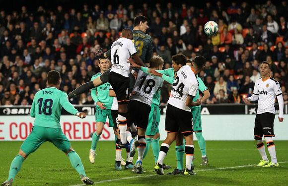 Previa Real Madrid – Valencia | Difícil debut en la 'nueva' Supercopa de España