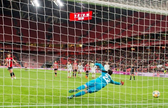 Copa de la Reina. Crónica | Dos penaltis evitables condenan al Tacon en San Mamés (2-1)