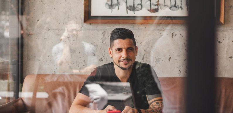 Entrevista Cicinho: «Podríamos haber ganado muchos títulos si no hubiera existido cierta vanidad»